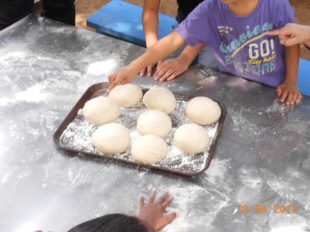 fabrication du pain à la ferme Lou Cachet